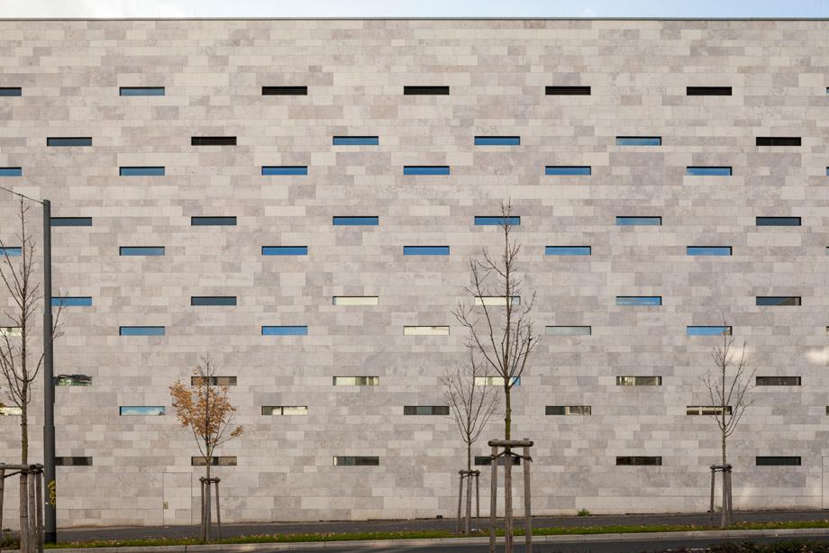 naturstein frankfurt urbane architektur stadthaus mit. Black Bedroom Furniture Sets. Home Design Ideas